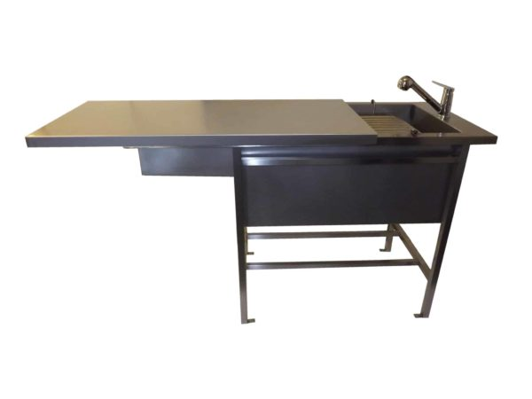 preparation table with semi-closed flat plate